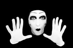 Retrato do mime nas luvas brancas fotografia de stock