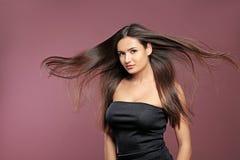 Retrato do modelo bonito com cabelo reto lindo Imagem de Stock Royalty Free
