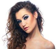 Retrato do modelo bonito da mulher no fundo branco fotografia de stock royalty free