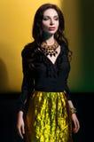 Retrato do modelo bonito na roupa da forma imagens de stock royalty free