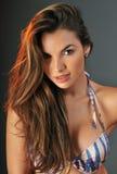 Retrato do modelo de forma bonito do swimsuit de latina Foto de Stock