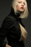 Retrato do modelo elegante bonito com cabelo louro natural imagens de stock