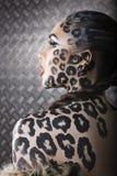 Retrato do modelo europeu novo bonito na composição e no bodyart do gato Imagens de Stock Royalty Free