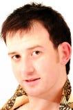 Retrato do modelo masculino considerável com smili do brinco Imagens de Stock Royalty Free