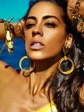 Retrato do modelo moreno quente caucasiano 'sexy' bonito da menina imagem de stock