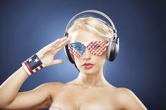Retrato do modelo no swimwear do ouro Imagem de Stock Royalty Free