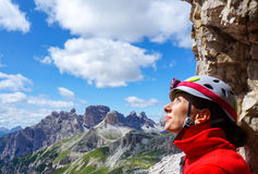 Retrato do montanhista fêmea feliz Fotografia de Stock Royalty Free