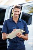 Retrato do motorista With Clipboard da entrega Fotos de Stock
