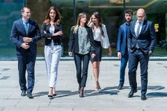 Retrato do negócio bem sucedido novo Team Outside Office Fotografia de Stock