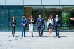 Retrato do negócio bem sucedido novo Team Outside Office Imagem de Stock