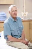 Retrato do osteopata masculino Fotos de Stock Royalty Free
