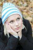 Retrato do outono da mulher nova foto de stock