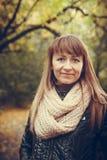 Retrato do outono de uma menina bonita Imagens de Stock Royalty Free
