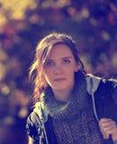 Retrato do outono de uma mulher moreno Imagens de Stock