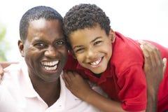 Retrato do pai e do filho no parque Imagem de Stock Royalty Free