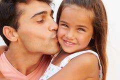 Retrato do pai latino-americano And Daughter Fotografia de Stock Royalty Free
