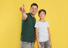 Retrato do paizinho e do seu filho fotos de stock
