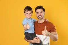 Retrato do paizinho e do seu filho imagens de stock royalty free
