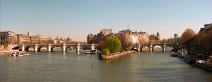 Retrato do panorama de Paris com rio de Seine Fotos de Stock Royalty Free