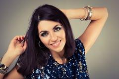 Retrato do party girl do disco com composição fumarento dos olhos Fotografia de Stock