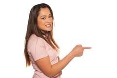 Retrato do perfil de apontar feliz da jovem mulher Foto de Stock