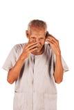 Retrato do phon esperto mais velho triste e da posse Foto de Stock Royalty Free