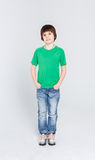 Retrato do rapaz pequeno considerável alegre feliz no fundo branco Imagens de Stock Royalty Free