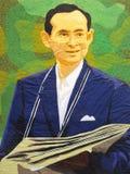 Retrato do rei atrasado Bhumibol Adulyadej de Tailândia Fotos de Stock