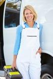 Retrato do reparo fêmea Person With Van Foto de Stock Royalty Free