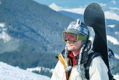 Retrato do snowboardr nas montanhas Foto de Stock