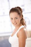 Retrato do sorriso fêmea atrativo fotografia de stock royalty free
