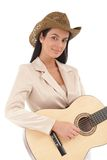 Retrato do sorriso fêmea bonito do guitarrista Imagens de Stock