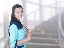 Retrato do sorriso novo bonito do doutor imagens de stock royalty free
