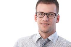 Retrato do sorriso novo do homem de negócios Fotos de Stock