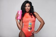 Retrato do sportswear vestindo da mulher nova da aptidão imagem de stock royalty free