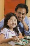 Retrato do sushi de Watching Daughter Eat do pai Imagem de Stock