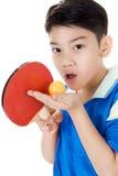 Retrato do tênis de mesa asiático feliz do jogo do menino Imagens de Stock