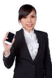 Retrato do telefone de sorriso da mulher de negócio que fala, isolado no wh imagem de stock royalty free