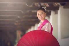 Retrato do traje tailandês bonito das mulheres Imagens de Stock