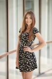 Retrato do verão de uma mulher bonita Fotografia de Stock Royalty Free