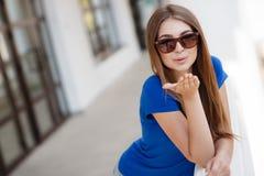 Retrato do verão de uma mulher bonita Fotografia de Stock