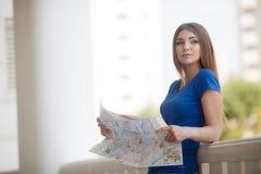 Retrato do verão de uma mulher bonita Imagem de Stock Royalty Free