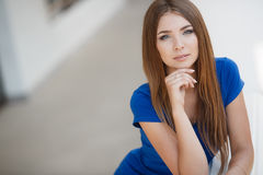 Retrato do verão de uma mulher bonita Imagens de Stock Royalty Free