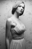 Retrato do vintage de glamoroso boneca-como a menina retro Imagens de Stock