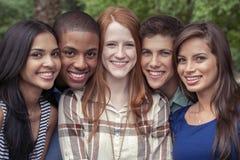 Retrato dos adolescentes no parque fotos de stock royalty free