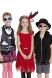 Retrato dos alunos que vestem equipamentos do vestido de fantasia sobre o fundo branco Fotografia de Stock Royalty Free