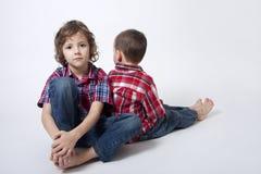 Retrato dos irmãos - relacionamento complicado Foto de Stock