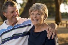 Retrato dos pares maduros bonitos e felizes superiores americanos AR Fotografia de Stock