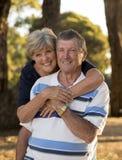 Retrato dos pares maduros bonitos e felizes superiores americanos AR Imagens de Stock