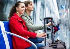 Retrato dos passageiros positivos felizes do metro que sentam-se nos bancos de carro Fotos de Stock